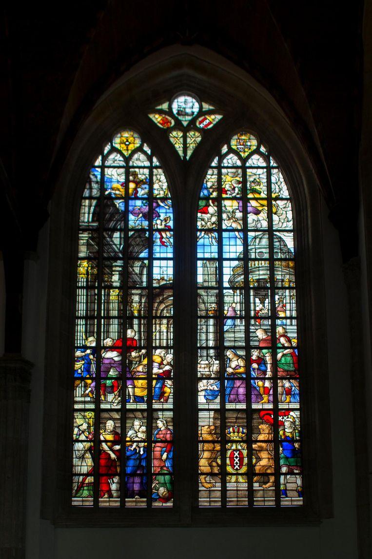 Glas-in-loodraam in de Oude Kerk. Beeld Rink Hof