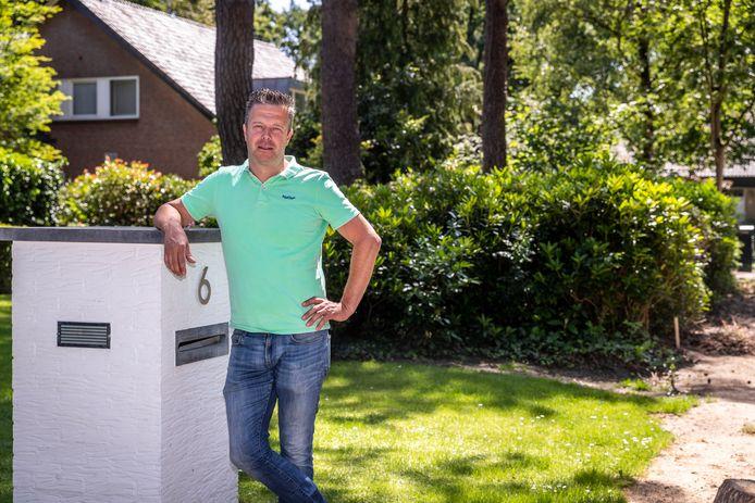 In Walsberg moeten mensen stukken grond waarvan ze dachten dat ze van hen waren afstaan aan de gemeente. Een van hen is Wies Willems.