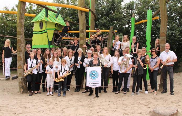 Het leerlingen- en opleidingsorkest van het Koninklijk Woensels Muziekcorps.