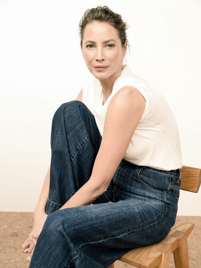 Christy Turlington pose pour la collection printemps 2020, de sa marque de jeans.
