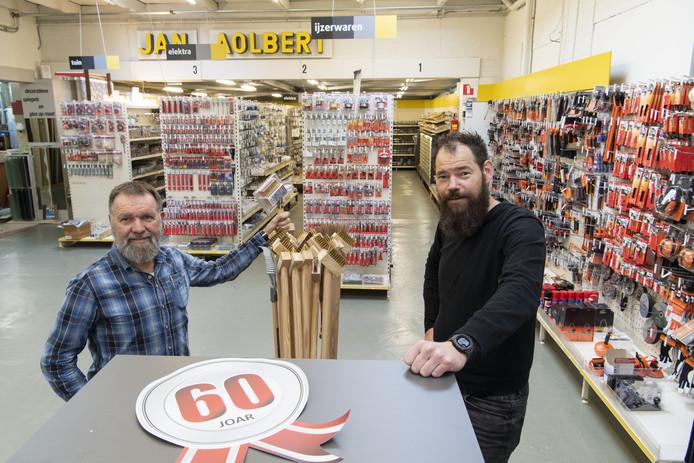 Familiebedrijf Jan Aolbert bestaat zestig jaar en wordt geleid door Johan Lohuis (links) en Robert Brinks.