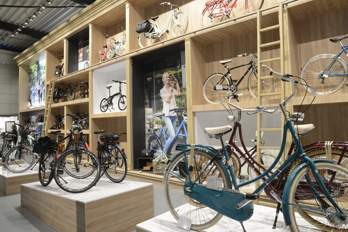 De fietsen in het experience center worden op een niet-alledaagse  manier geshowd.