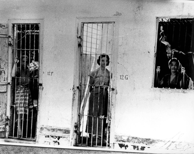 Vrouwen opgesloten in een interneringskamp in Nederlands Indië tijdens de Tweede Wereldoorlog.  Beeld Foto Hollandse Hoogte / Spaarnestad