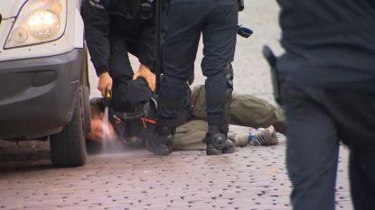 Onderzoek naar agenten die klimaatbetogers met pepperspray in gezicht spoten