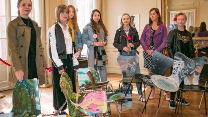 Jongeren nemen Salons in