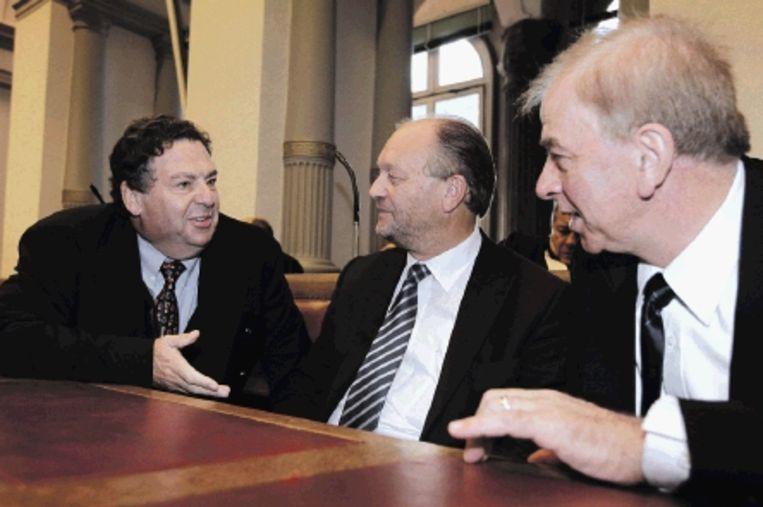 Drie gewezen topmannen van Lernout & Hauspie wachten op het vonnis van het hof van beroep in Gent: van links naar rechts Nico Willaert, Pol Hauspie en Jo Lernout. (FOTO AP ) Beeld AP