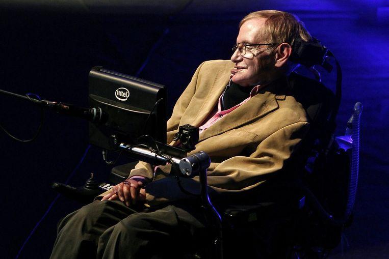 Kosmoloog Stephen Hawking eerder dit jaar, tijdens een van zijn colleges over de oorsprong van het universum. Beeld epa