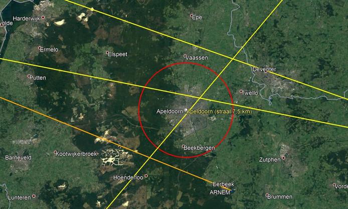Vliegroutes boven Apeldoorn. De cirkel toont een straal van 7,5 km rond de bebouwde kom van Apeldoorn. De oranje lijn richting Eerbeek is een vertrekroute van Schiphol voor verkeer richting het zuidoosten. De gele lijnen zijn verkeersroutes in het hoger gelegen luchtruim (boven 7,5 km) en vallen onder de verantwoordelijkheid van Eurocontrol.