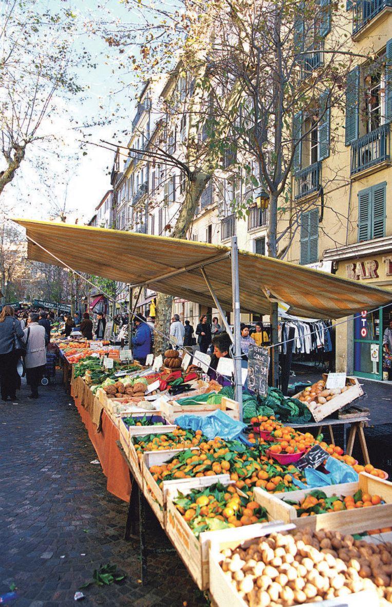 Op de Cours Lafayette in Toulon wordt dagelijks een Provençaalse markt gehouden.