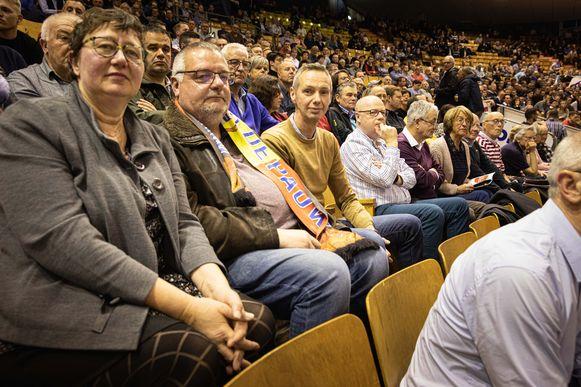 Gino De Pauw (rechts), vader van Moreno De Pauw, komt samen met vrienden Patrick Pauwels en Mieke De duytsche kijken naar de Zesdaagse.