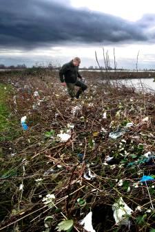 Honderden vrijwilligers melden zich om zwerfvuil op te ruimen in de Biesbosch