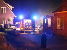 Buitenbrand bij woning in Vriezenveen, oorzaak vermoedelijk een smeulende barbecue