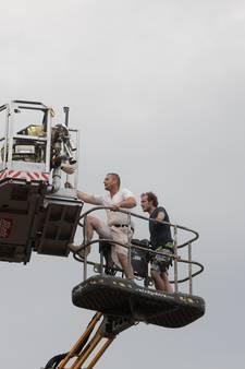 Mannen net voor onweer gered uit hoogwerker