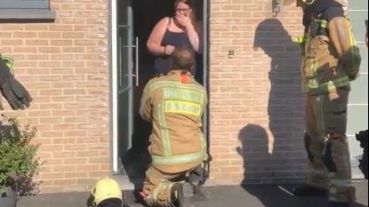 Brandweerman Martijn (25) vraagt vriendin met loeiende sirenes ten huwelijk