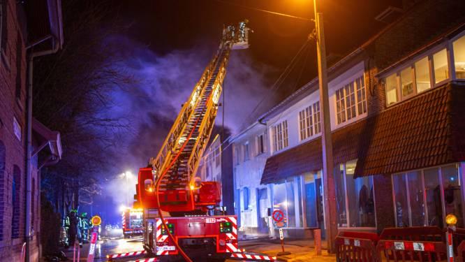 Bewoner raakt gewond bij nachtelijke brand in Schepdaal: woning zelf is onbewoonbaar
