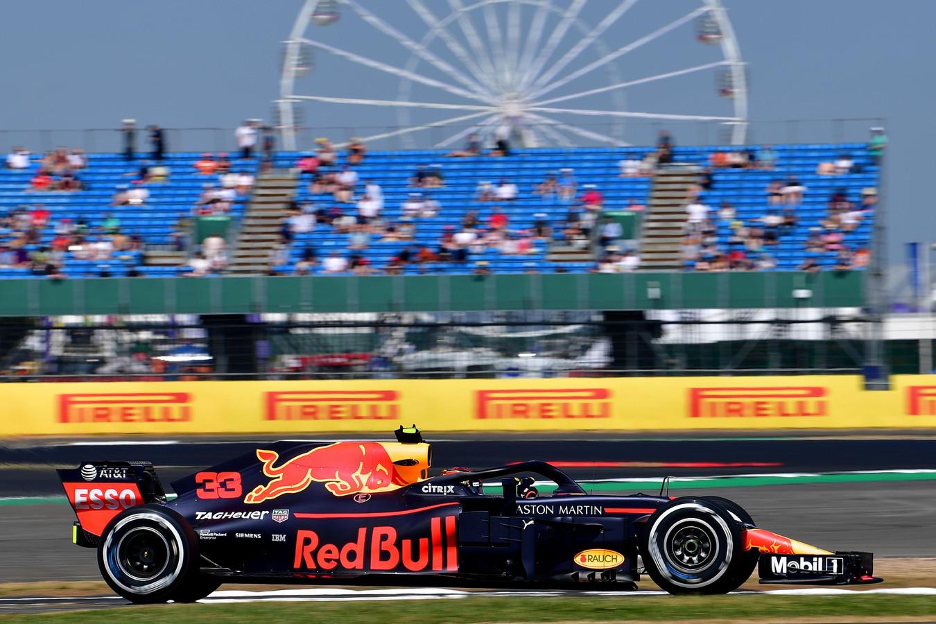 Max Verstappen tijdens de training dit jaar op het populairste circuit van de kalender: Silverstone