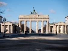 Duitsland kondigt vergaand contactverbod af, Merkel uit voorzorg in quarantaine