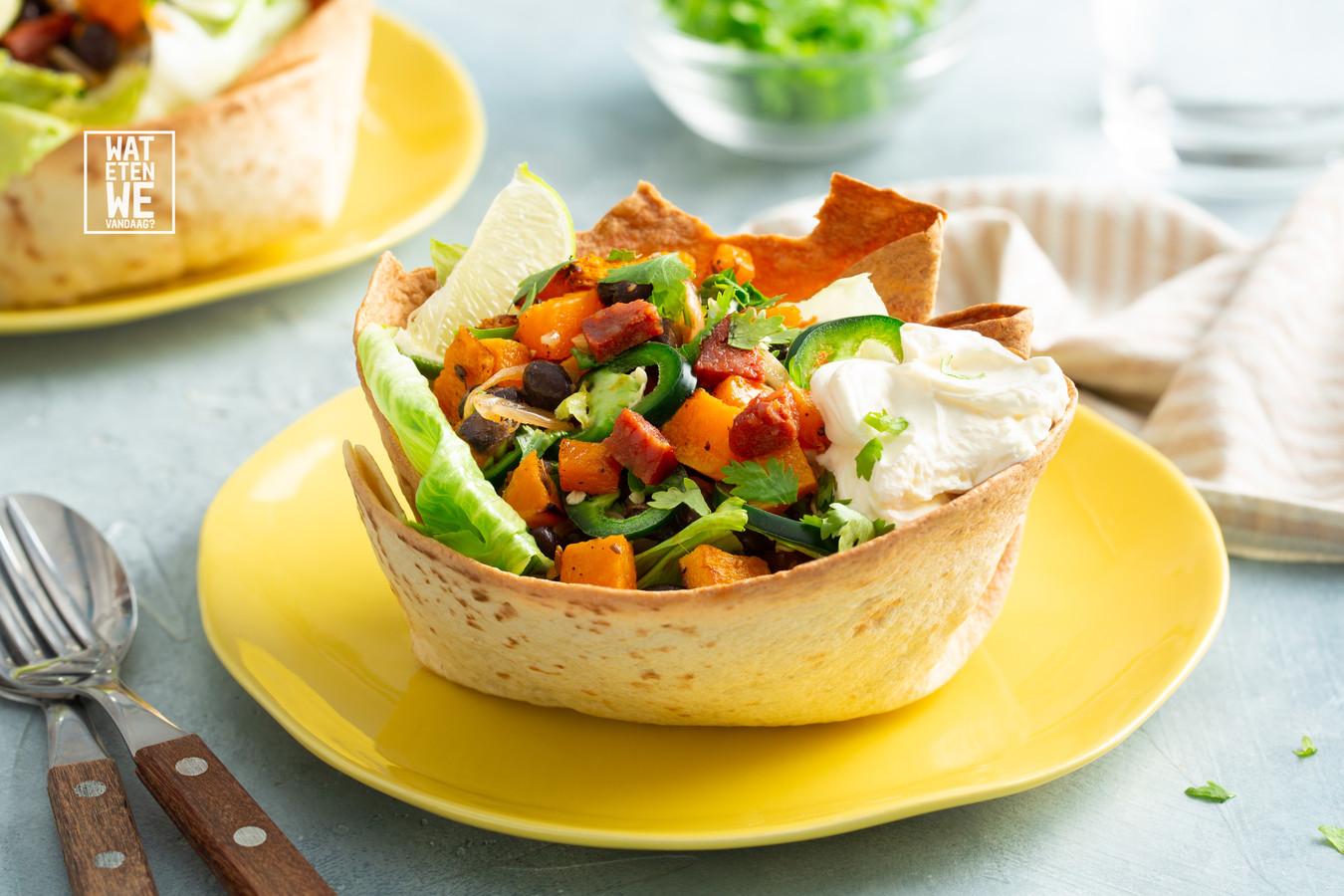 Taco-bowl met chorizo en pompoen