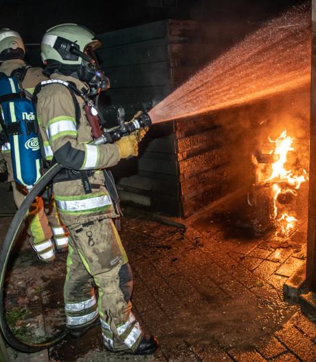 Scooter in Houten brandt uit na harde knal