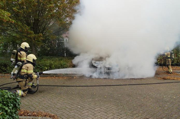 Auto in vlammen op in Oudheusden