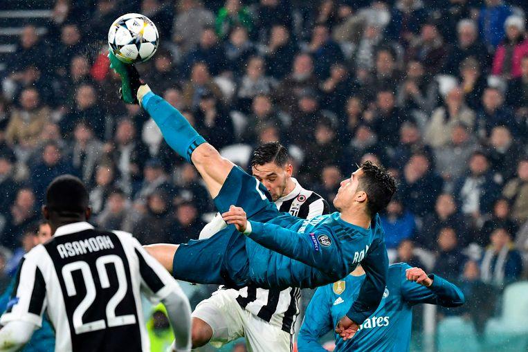 Heenmatch kwartfinale Champions League: Cristiano Ronaldo scoort met een onwaarschijnlijke omhaal in Juventus.