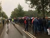 Enorme wachtrij voor pendelbussen Military Boekelo, bezoekers niet blij