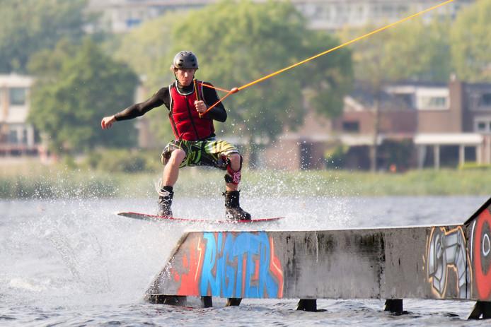 Nieuw toestel in gebruik voor wakeboarding op de Zegerplas.