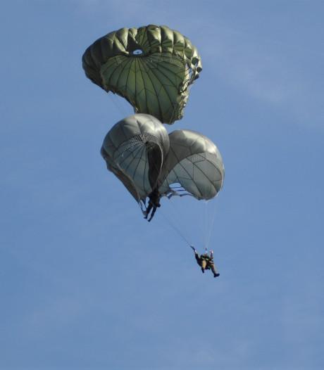 Para's botsen in de lucht bij Airborne-luchtlanding boven Renkumse Heide