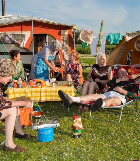 IJsseltheaterfietstocht gaat terug in de tijd: Campinglife van toen als show in Veessen