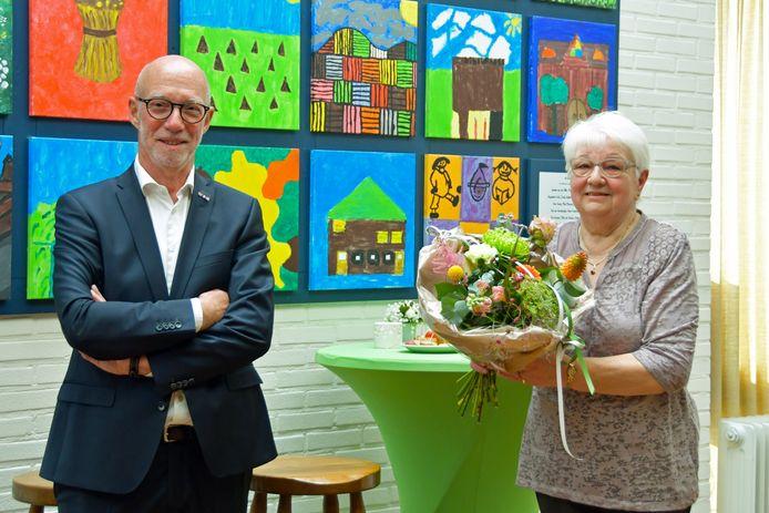 De voormalige Vlasschaard-voorzitter Etienne van Waes en vrijwilligster Ria Elegeert.