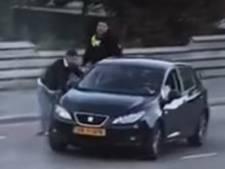 Drugsdealer wordt meegesleurd door auto bij arrestatie