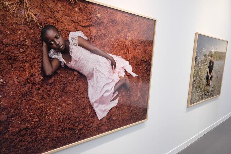 Nieuw werk van de Zuid-Afrikaanse fotograaf Pieter Hugo. Kinderportretten uit Zuid-Afrika en Rwanda. Hugo legt zelf een link met de gewelddadigheden die in die landen nog steeds het dagelijks leven beïnvloeden. Beeld Arno Haijtema