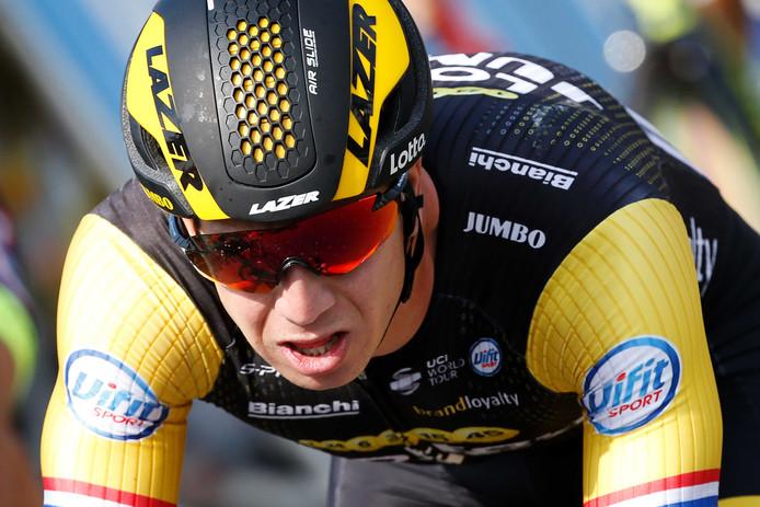 Dylan Groenewegen komt over de finish tijdens de vierde etappe van de Tour de France, een rit over 195 kilometer tussen La Baule en Sarzeau.
