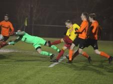 Handenbindertje Hansler houdt Rohda Raalte in titelrace met winnende goal in Twello