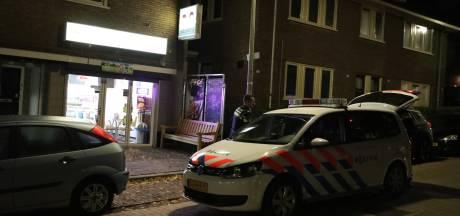 Duo pleegt overval op snackbar in Arnhem, politie zoekt voortvluchtige mannen