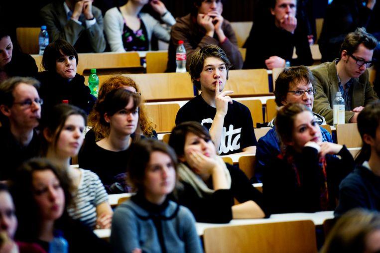 Studenten in een Amsterdamse collegezaal Beeld ANP