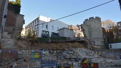 Deel oude stadsomwalling stort in