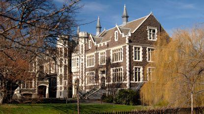 Nieuw-Zeelandse universiteit houdt nachtelijke razzia... op zoek naar studentenblad met 'menstruatiefoto'