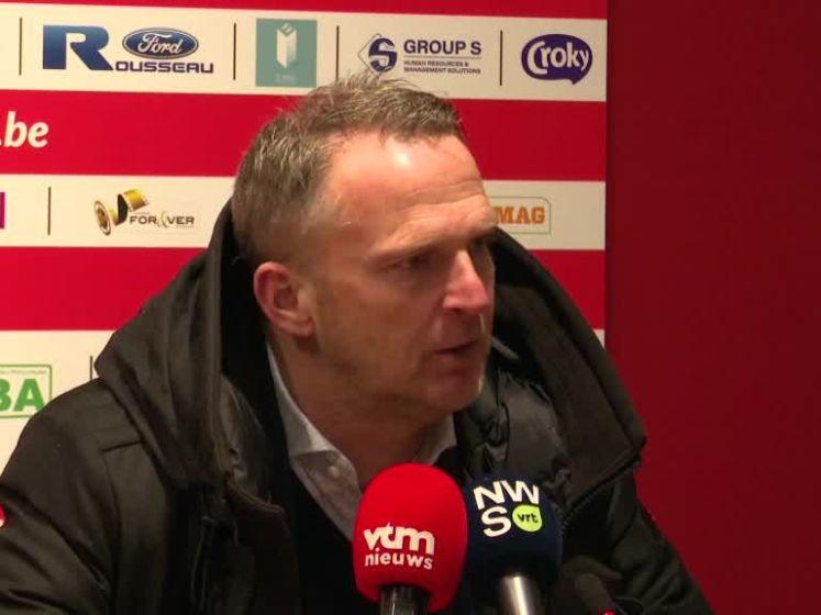 """Van den Brom na sneeuwpartij: """"Dit had niets met voetbal te maken. Een schande"""""""