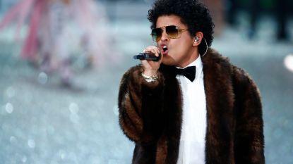 Bruno Mars deelt 24.000 maaltijden uit