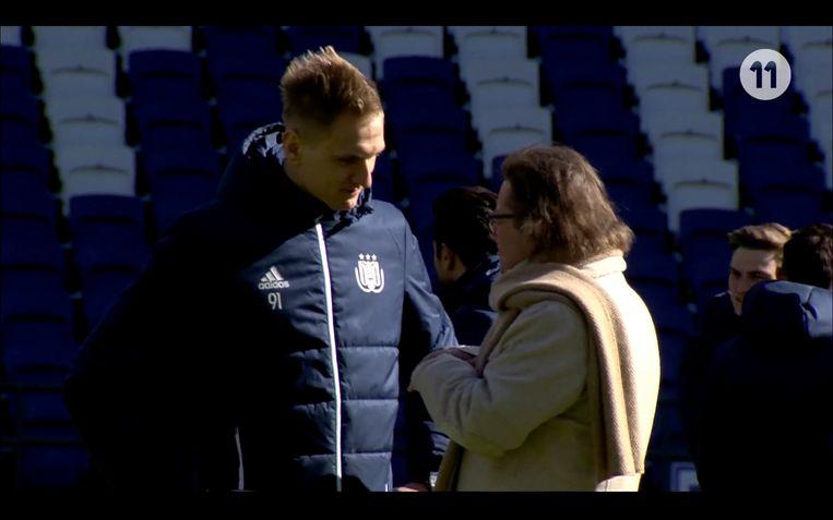Marc Coucke in gesprek met Lukasz Teodorczyk voor de aftrap tegen Moeskroen, match waarin Teo drie keer scoorde.