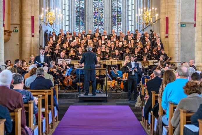De Matthäus Passion in de Lambertuskerk in Wouw, met dirigent Geert van Dungen.
