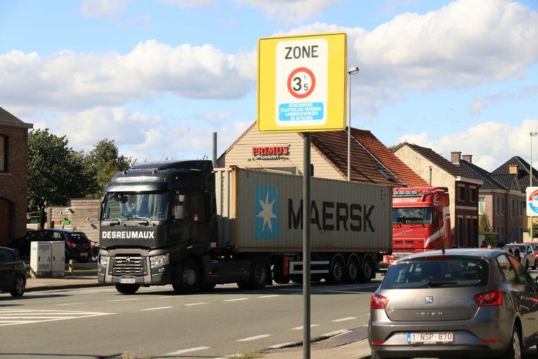 De stad Lokeren heeft een tonnageverbod ingevoerd om vrachtverkeer uit woonstraten te weren.