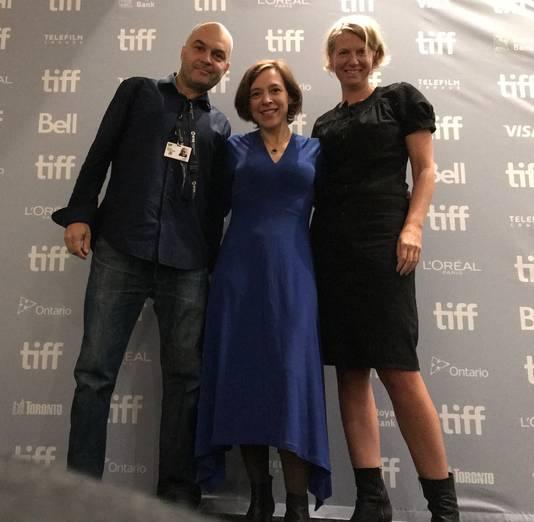 Regisseur Esther Rots (rechts) en componist Dan Geesin (links) zijn zaterdag 9 november bij de vertoning van hun film in Bredevoort.
