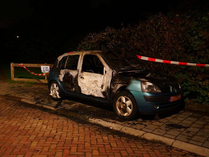 Opnieuw een autobrand in Deventer, ditmaal aan de Longoliusstraat.