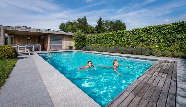 Zwembad In De Tuin.Een Zwembad In Je Tuin Dit Kost Het Je Woon Hln