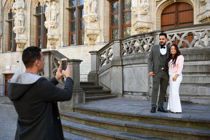 Koppel trouwt in het historisch stadhuis van Leuven