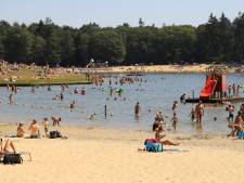 Recreatieplassen in Twente vol, bezoekers in snikhete rij: 'Sta hier al een half uur'