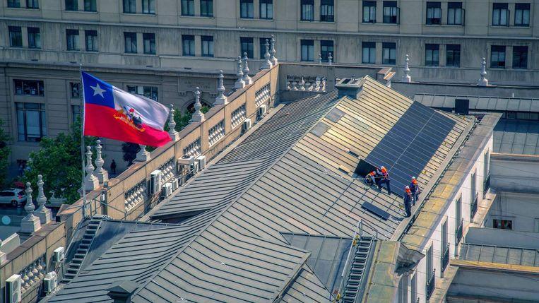 Solcor installeert zonnepanelen op het dak van het presidentieel paleis in Chili.