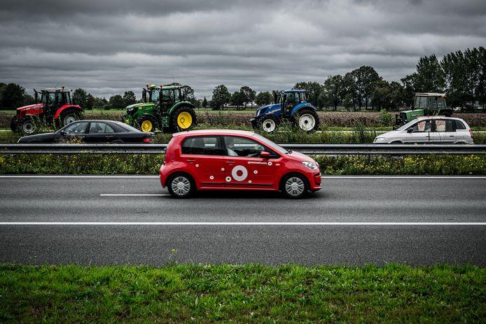 Eerder deze maand trokken honderden boeren met hun tractoren naar het Malieveld, maandagochtend gaan de Overijsselse agrariërs naar Zwolle.